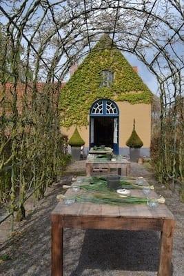Class in Belgian Garden (1)